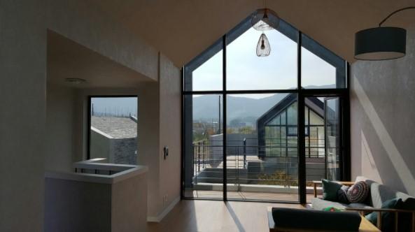 casa con ventanales