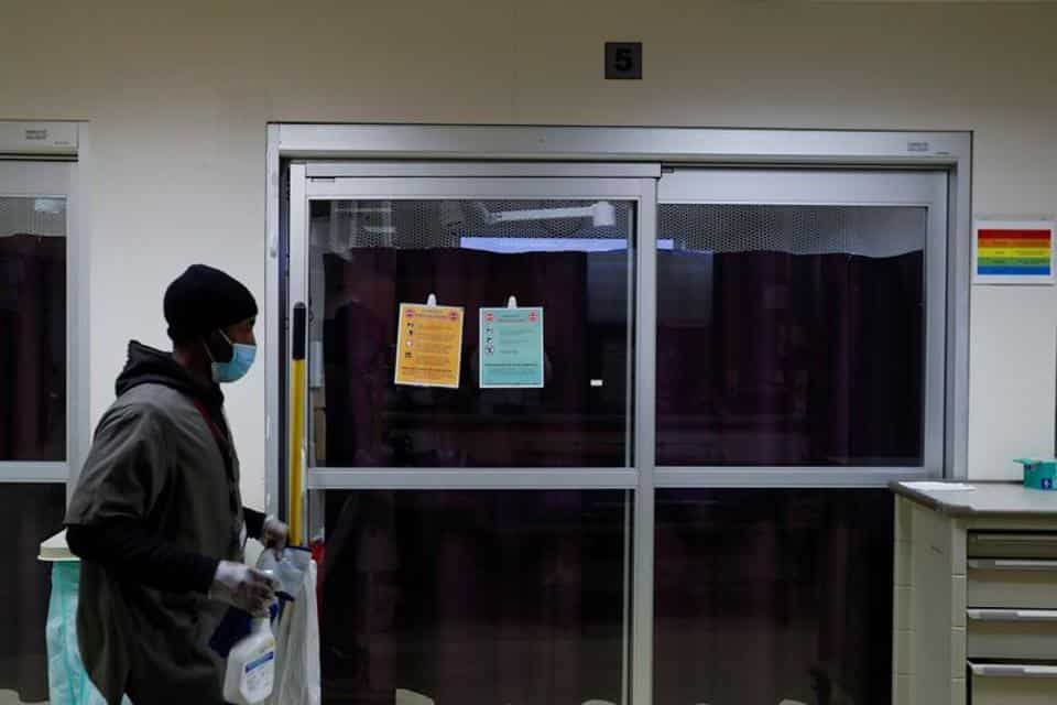 Nearly 200,000 new US cases were reported on Wednesday, with record hospitalizations approaching 100,000 patients.