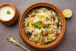 This sabudana khichdi recipe will help you satiate your hunger pangs.