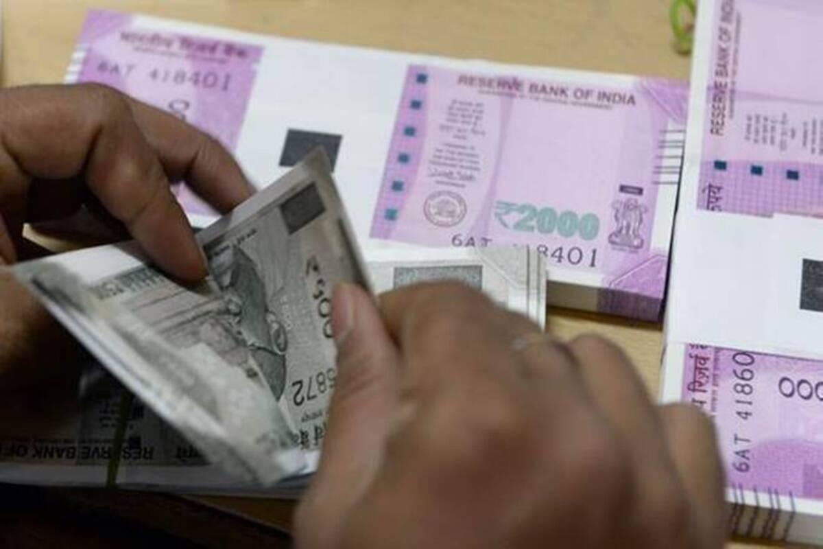 Se cree que el LIC tiene un valor de Rs 8-11.5 lakh crore, lo que significa que una oferta pública inicial del 10% podría generarle al gobierno Rs 80,000-110,000 crore.