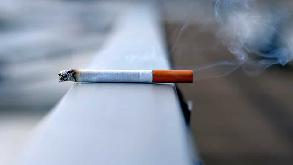 Smoking is associated with an increased risk of Covid-19 symptoms and smokers are more likely to attend hospital than non-smokers, a study has found.