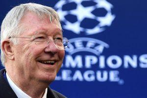 Sir Alex Ferguson se une al equipo del Manchester United en el vuelo hacia la final de la Europa League