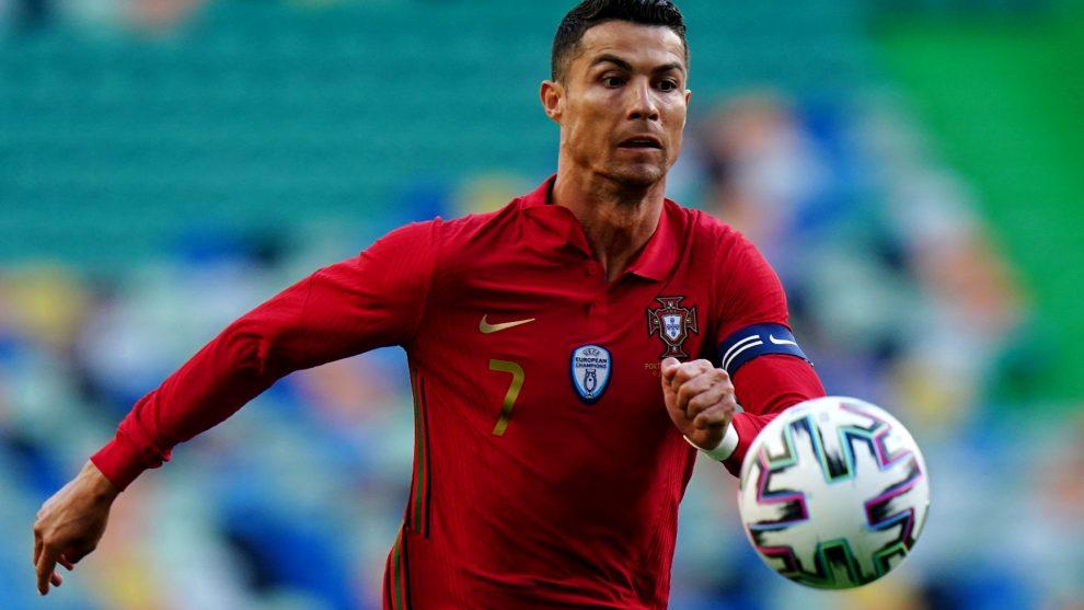 Cristiano Ronaldo mueve botellas de Coca-Cola en conferencia de prensa, el valor de la empresa cae $ 4 mil millones