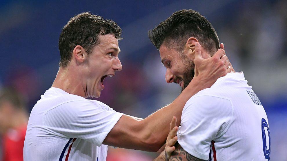 El delantero francés Giroud se queja de falta de servicio a pesar de mostrar dos goles