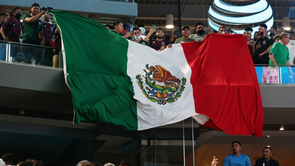Explicando el cántico homofóbico que deja mal a la federación mexicana de fútbol con la FIFA