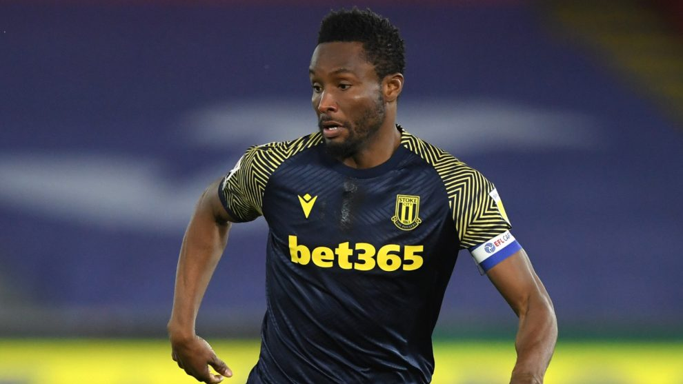 Mikel: Stoke City extiende el contrato del excentrocampista del Chelsea y Nigeria