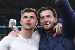 Olvídate del penalti: la reacción de las chicas al hacerse con la camiseta de Inglaterra de Mount es el mejor momento de la semifinal europea