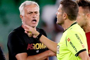 José Mourinho recibió una tarjeta roja tras invadir el campo en el amistoso de la Roma ante el Real Betis