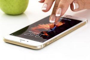 tocando iphone